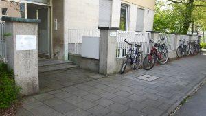 Fahrräder vor dem Achtsamkeitszentrum