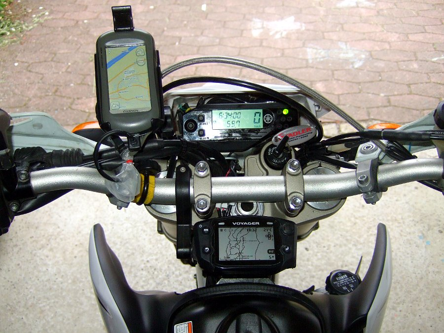 Yamaha WR250R mit Garmin Oregon und Trail-Tech Voyager Moto-GPS