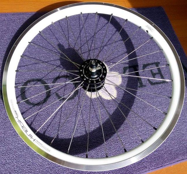 Radial gespeichtes SON 20R Dynamolaufrad für Streetstepper