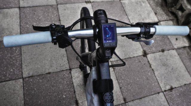 Flatbar Lenker mit Kiox Display am Cube Cross Hybrid One