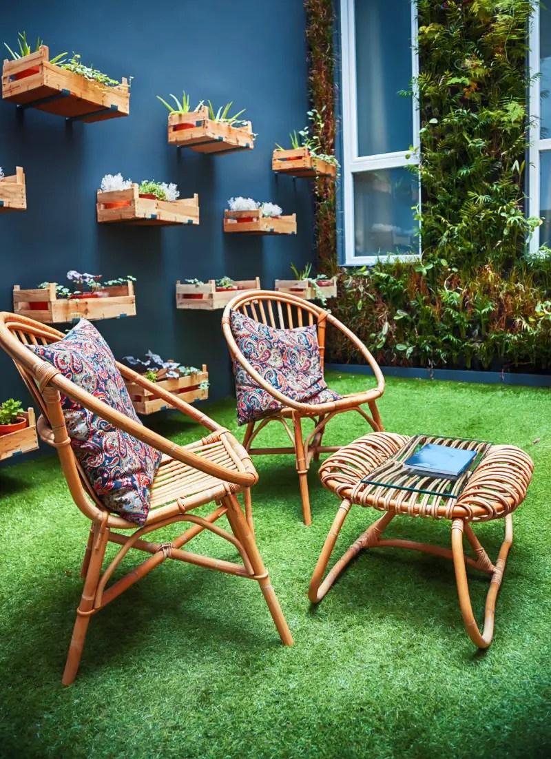 25 Backyard Patio Furniture Ideas You Ll Want To Soak Up