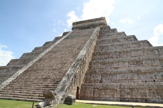 ancient mesoamerican pyramid