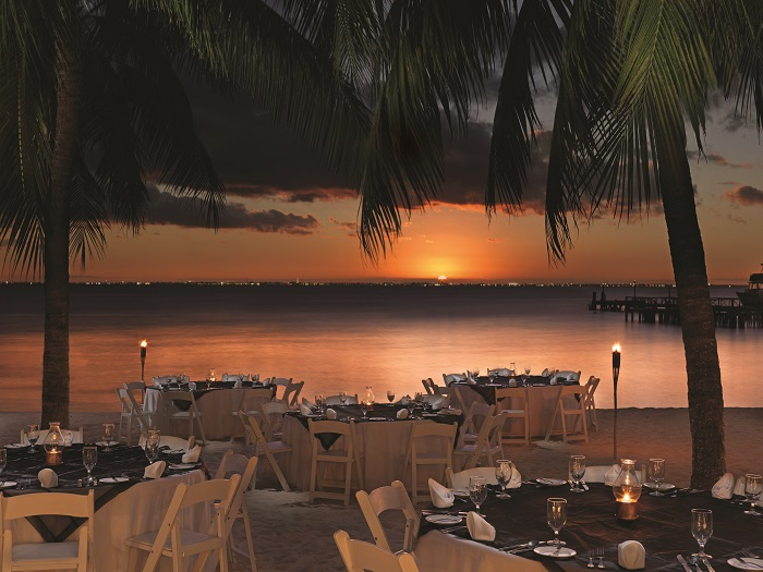 beach-wedding-dinner