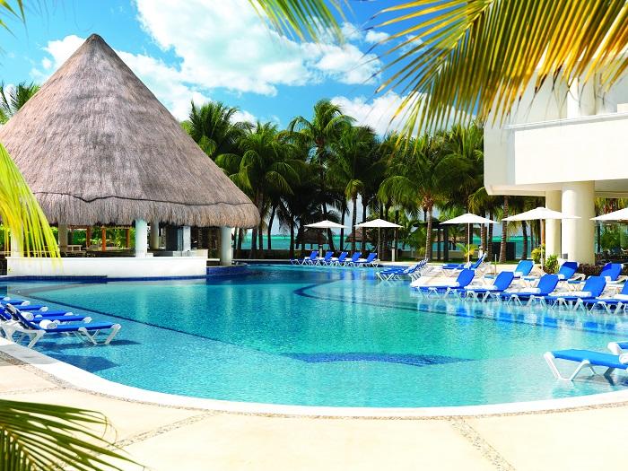 pool-isla-mujeres-palace