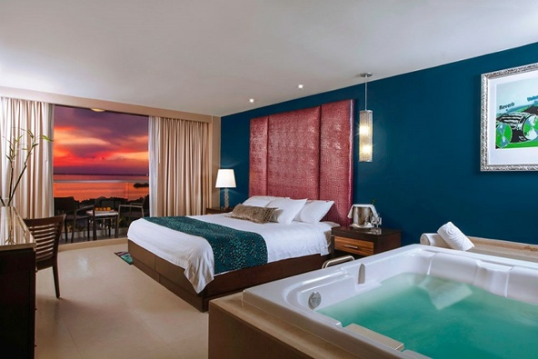hard-rock-hotel-cancun-deluxe-gold1