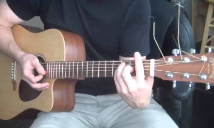 Live – Lightning Crashes Guitar Lesson (Chords, Strumming Pattern,Bridge)