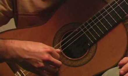 Tips On How To Play The Classical Guitar : Classical Guitar Lesson : Thumb Tone