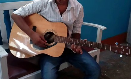 Guitar lesson#1{first chord you need to know}(chord C major) in Hindi