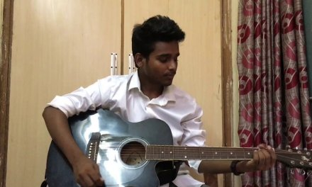 Guitar lesson in Hindi:-Beginners first strumming lesson/How to improve strumming