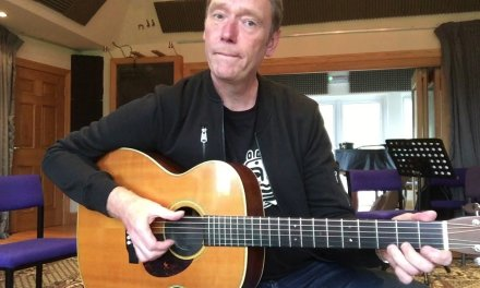 Syncopation and spicing up your chord playing – Easy blues acoustic guitar lesson