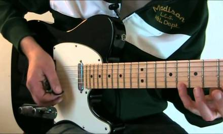 Muting unwanted string noise (Guitar Lesson DL5a)