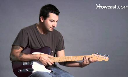How to Play a B Minor Barre Chord | Guitar Lessons