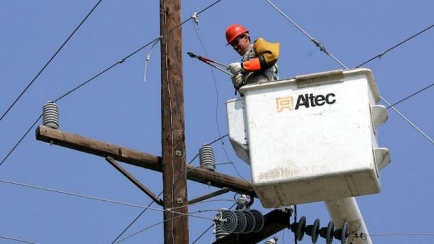 Scammers threaten to turn power off in winter