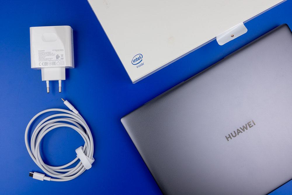 MateBook X Pro Lieferumfang: 65W-Netzteil und USB-C-Kabel