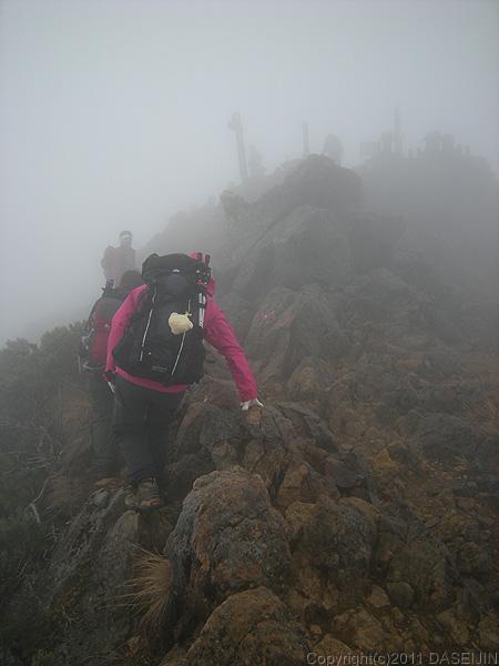 110605ガスの赤岳山頂