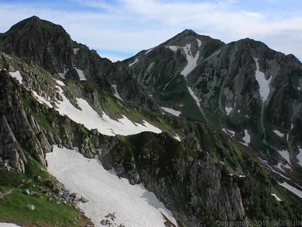 110718獅子岳山頂から龍王岳、雄山