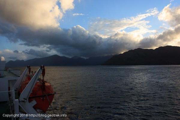 171122 茜色の雲と海