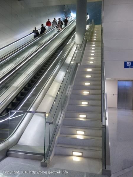 171111ダラス空港の階段