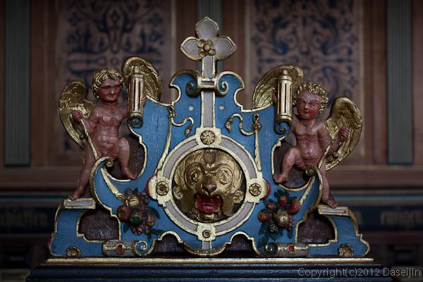 120816アイスランド、グリーンランドの旅・デンマーク、クロンボー城の教会の椅子