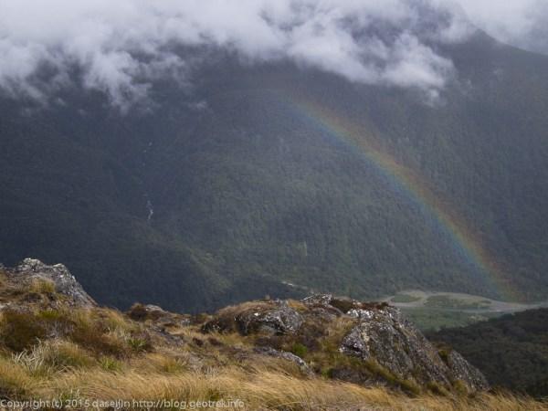 Ocean Peakの尾根を越えると虹が現れた