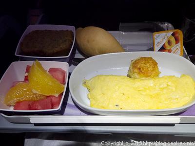 130825リマ行き機内食3