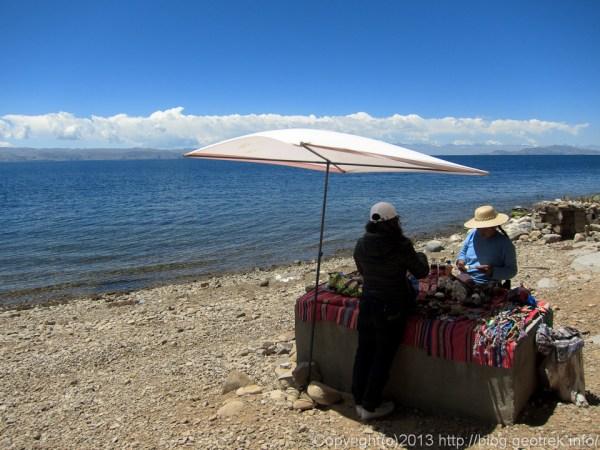 130907ボリビア、ティティカカ湖月の島のみやげや