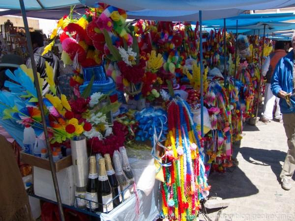 130907ボリビア、コパカバーナのカテドラルの前で売っている飾り