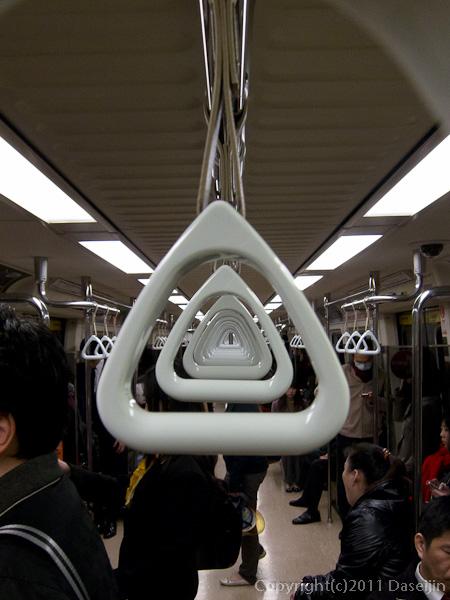 120309台北・MRT車内にて