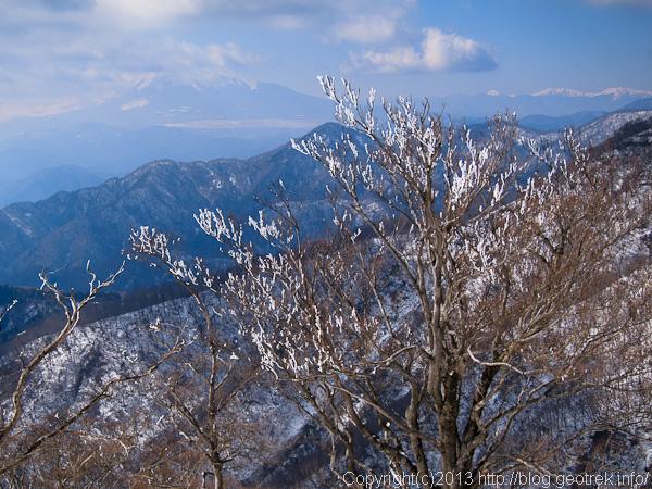 丹沢山山頂から富士山、南ア