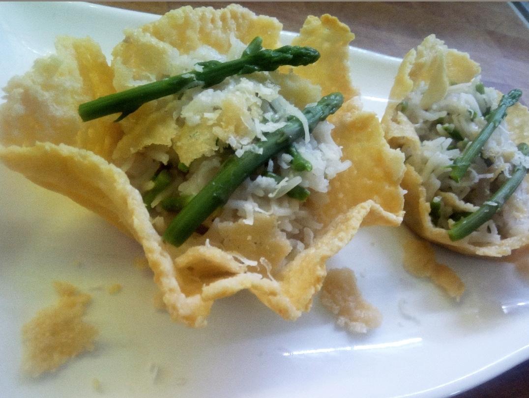 Risotto con asparagi selvatici in crosta di parmigiano