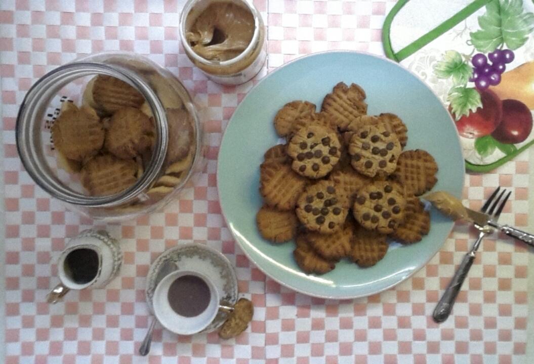 Cookies al burro di arachidi con latte condensato e gocce di cioccolato