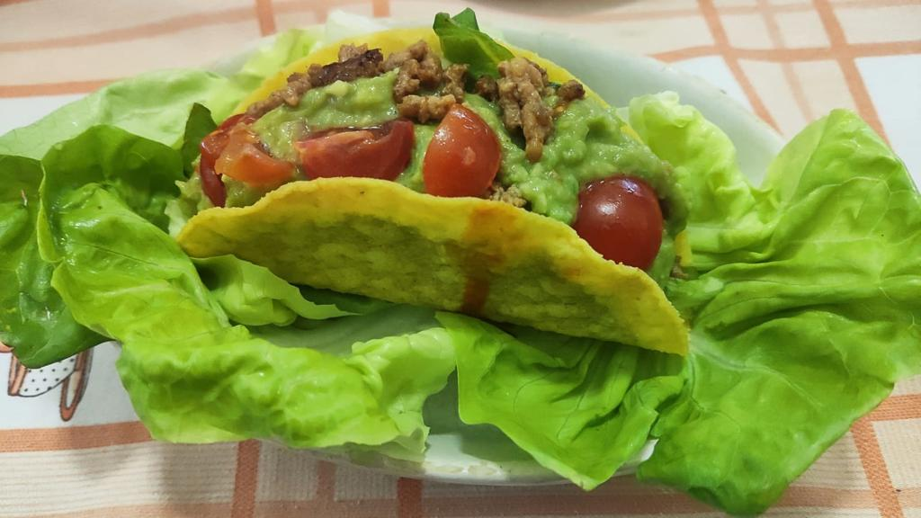 Tacos ripieni di carne e guacamole