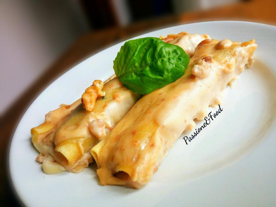 Cannelloni al sugo di noci con ripieno di spinaci e mortadella