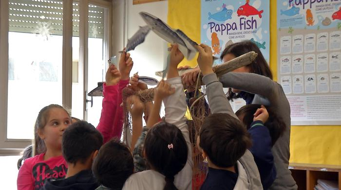 Pesce povero entra in mensa