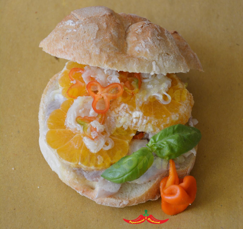 Panino, Filetto di Palamita, marinato con Mandarino Satsuma Miyagawa e Peperoncino erotico