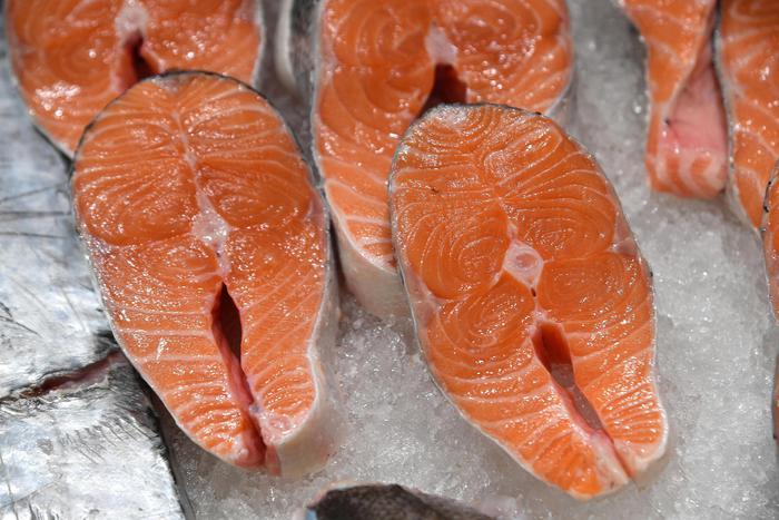 Basta bugie nel menu di pesce, da salmone rosa a sardine