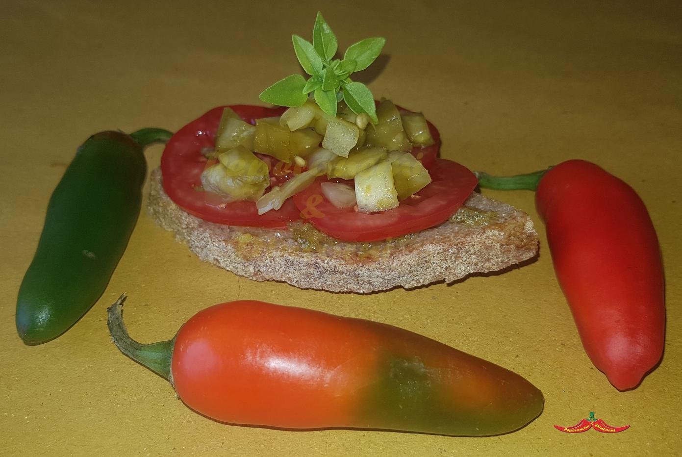 Tartine, Crema di Jalapeno, pomodoro Pisanello e pomodori verdi sott'olio