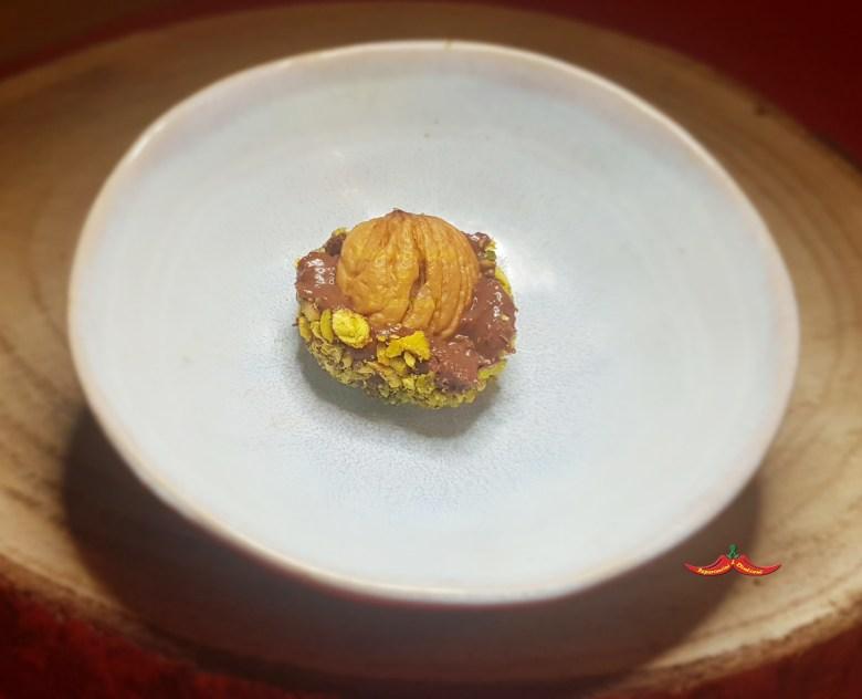 Pasticcino Cioccolata di Modica al peperoncino, Castagna del prete e pistacchi