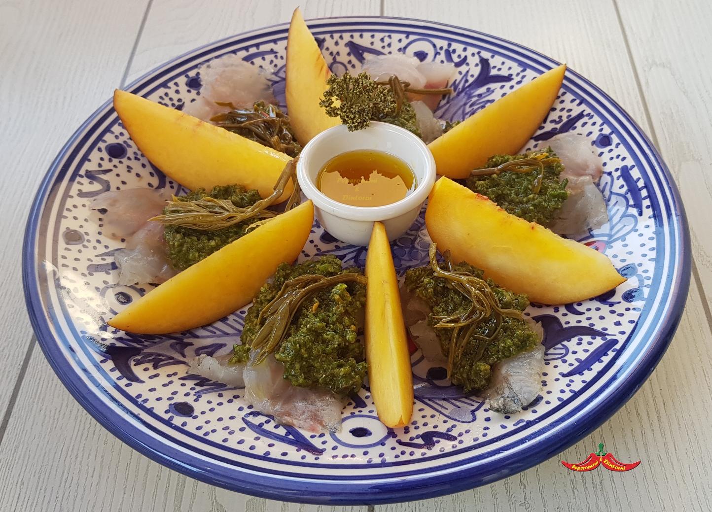 Spigola, pesche, pesto di salicornia e finocchio di mare