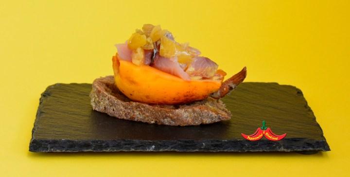 Finger food Nespole, Ricciola, salsa al Mango Ataulfo peperoncino di 7 anni