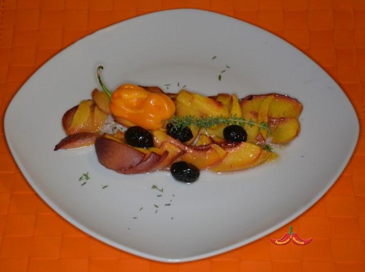 Sgombro, Pesche, olive al Forno e Habanero Madame Jeanette