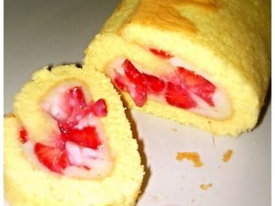 Rotolo con crema alla vaniglia e fragole