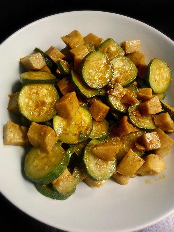 Seitan con zucchine speziate