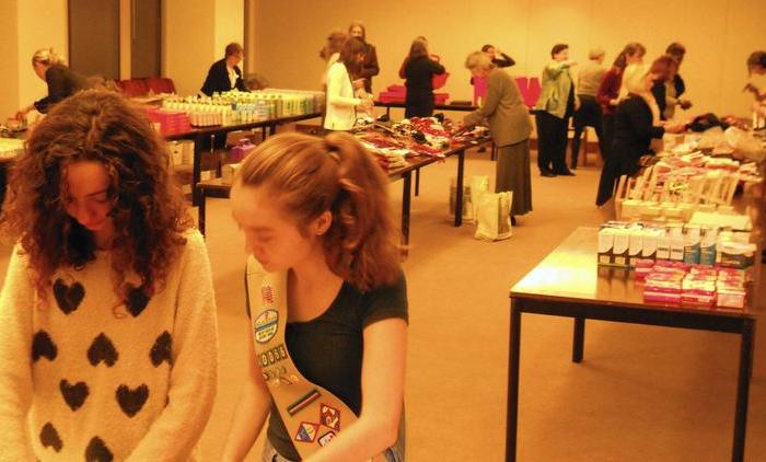 River Forest Girl Scout Troop Takes Part in Gift-Wrapping Service Project