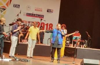 Team LetzChange being felicitated by Battle of Buffet Team and singer Shankar Mahadevan