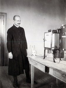 Photo: Franz Rutter in his working room of the old BSL building (1907).