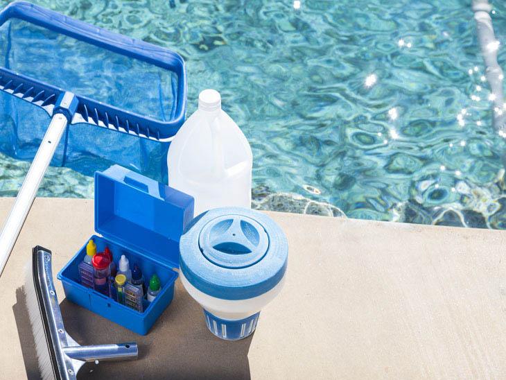 piscina livre de algas e bactérias