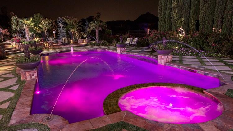 como iluminar uma piscina