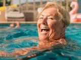 Segurança na piscina para idosos