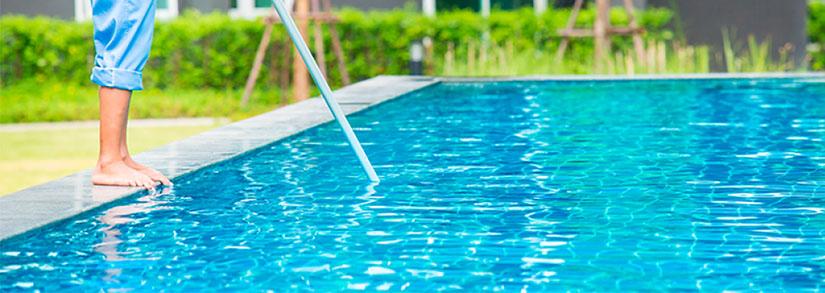 3 motivos para limpar a água da piscina periodicamente